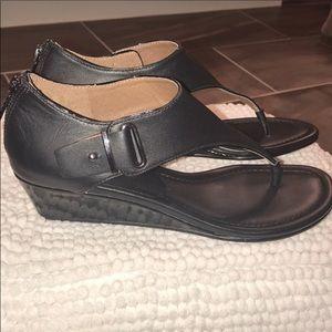 Donald j. Pliner leather black thong sandal